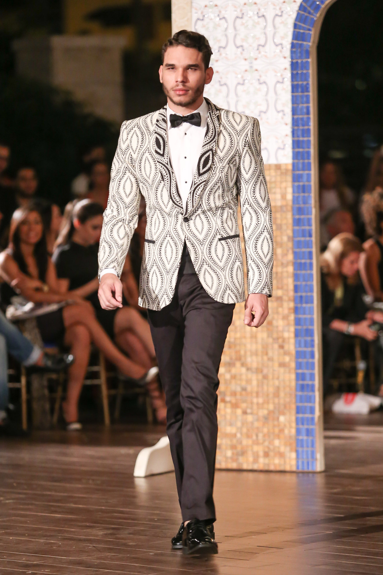 Jose-Jhan-Dominicana-Moda-Freddy-Cruz-2015-SS16-Sagaboi-Look-56