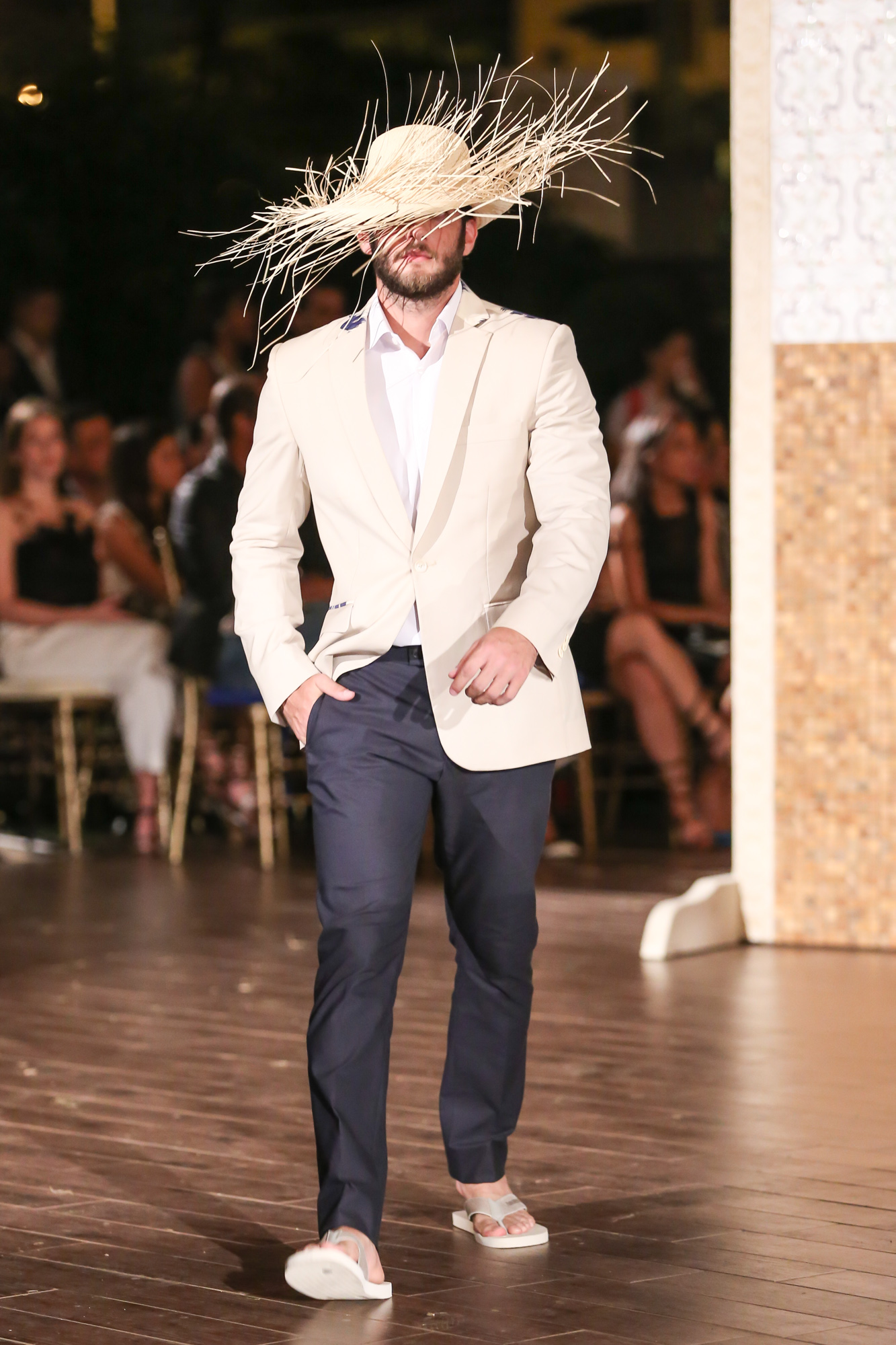 Jose-Jhan-Dominicana-Moda-Freddy-Cruz-2015-SS16-Sagaboi-Look-6