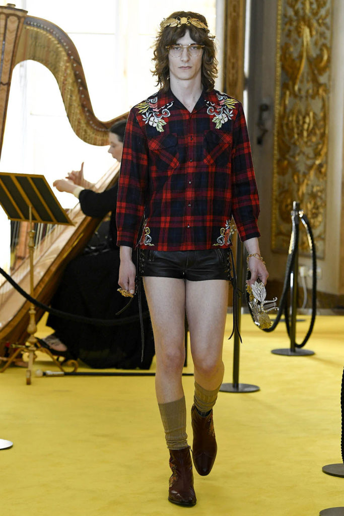 Look 3 – Gucci Resort (Cruise) 2018 Fashion Show at the Palatina Gallery in Florence's Pitti Palace in Italy.