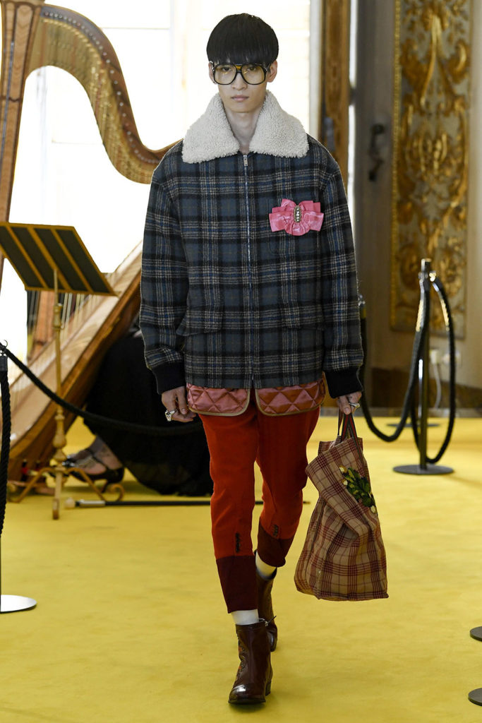 Look 31 – Gucci Resort (Cruise) 2018 Fashion Show at the Palatina Gallery in Florence's Pitti Palace in Italy.
