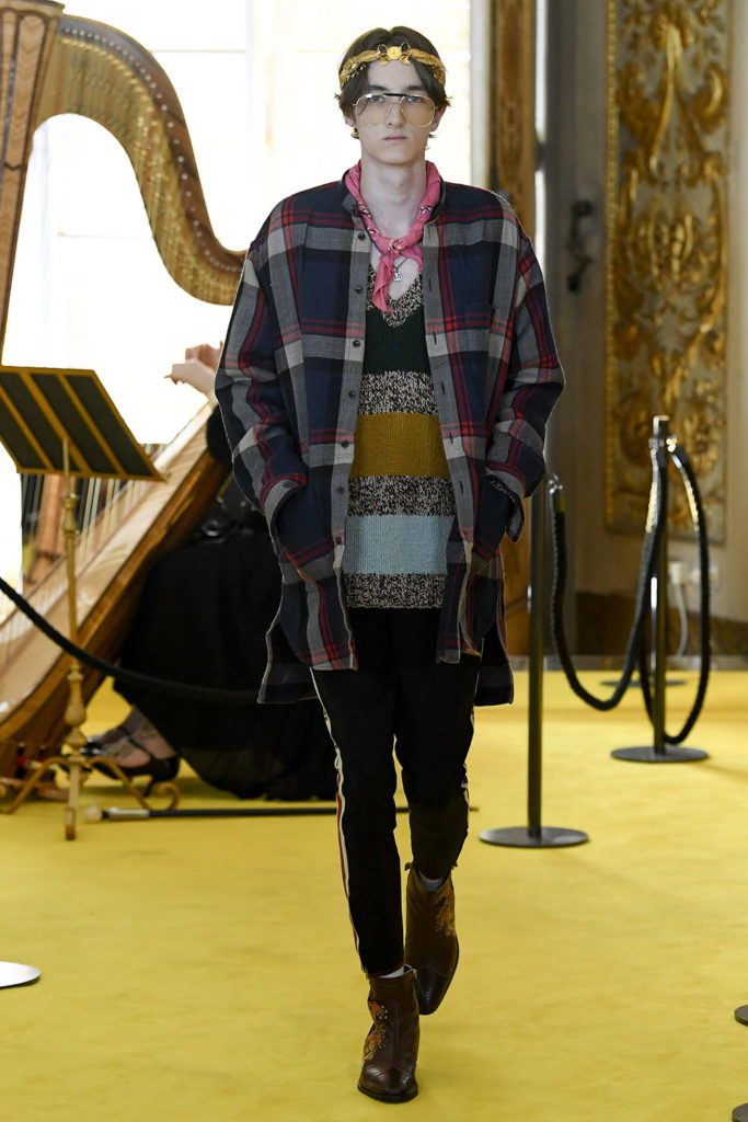 Look 37 – Gucci Resort (Cruise) 2018 Fashion Show at the Palatina Gallery in Florence's Pitti Palace in Italy.