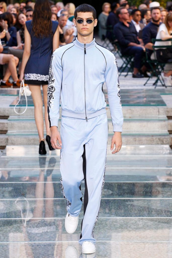 Versace Milan Fashion Week Men's Spring Summer 2018 - Sagaboi - Look 15