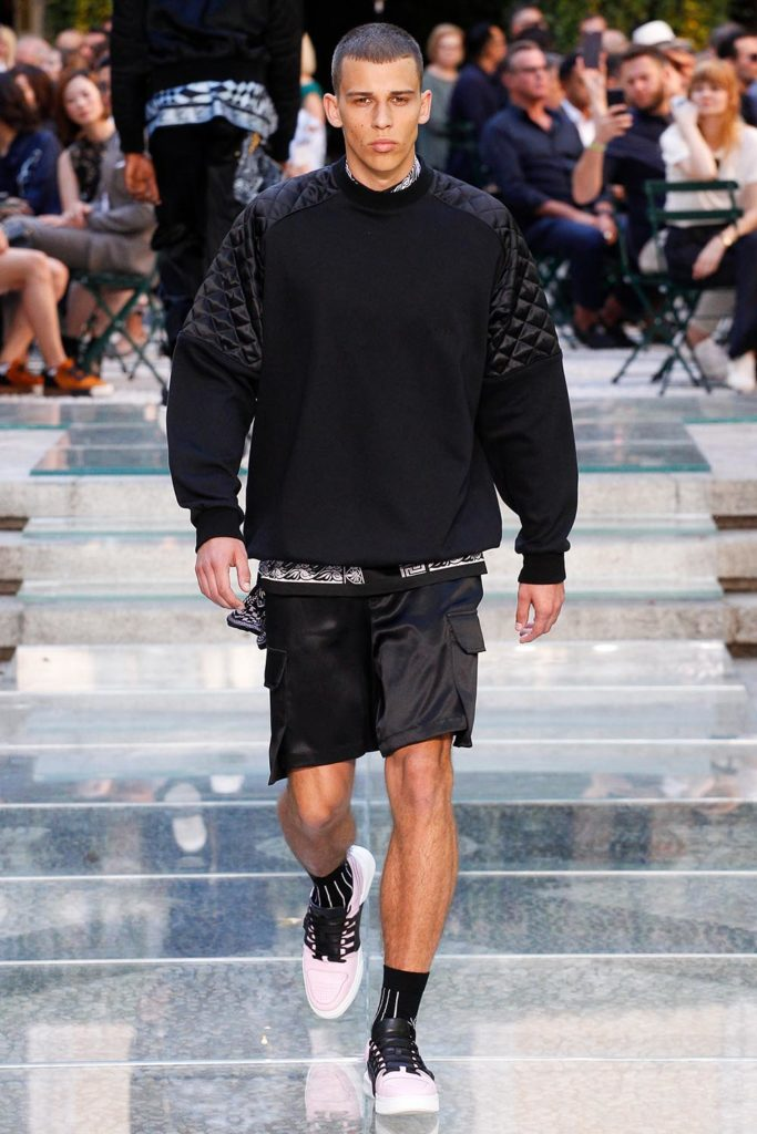 Versace Milan Fashion Week Men's Spring Summer 2018 - Sagaboi - Look 17