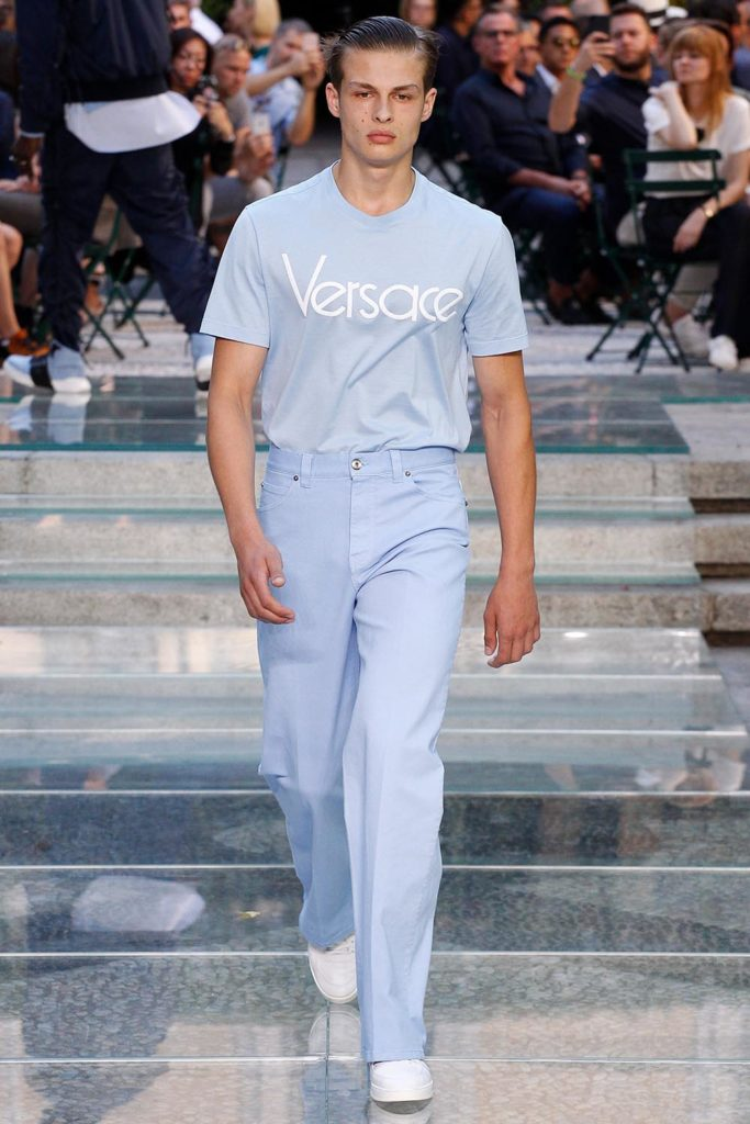 Versace Milan Fashion Week Men's Spring Summer 2018 - Sagaboi - Look 19
