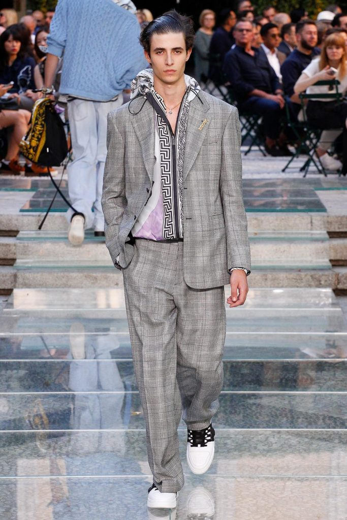Versace Milan Fashion Week Men's Spring Summer 2018 - Sagaboi - Look 28