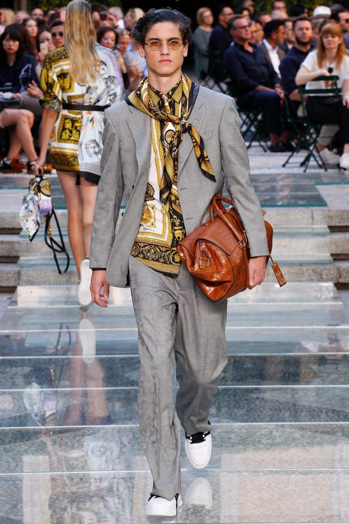 Versace Milan Fashion Week Men's Spring Summer 2018 - Sagaboi - Look 31