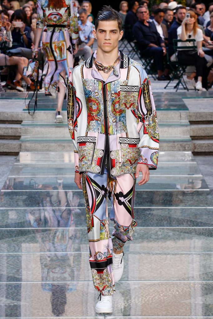 Versace Milan Fashion Week Men's Spring Summer 2018 - Sagaboi - Look 35