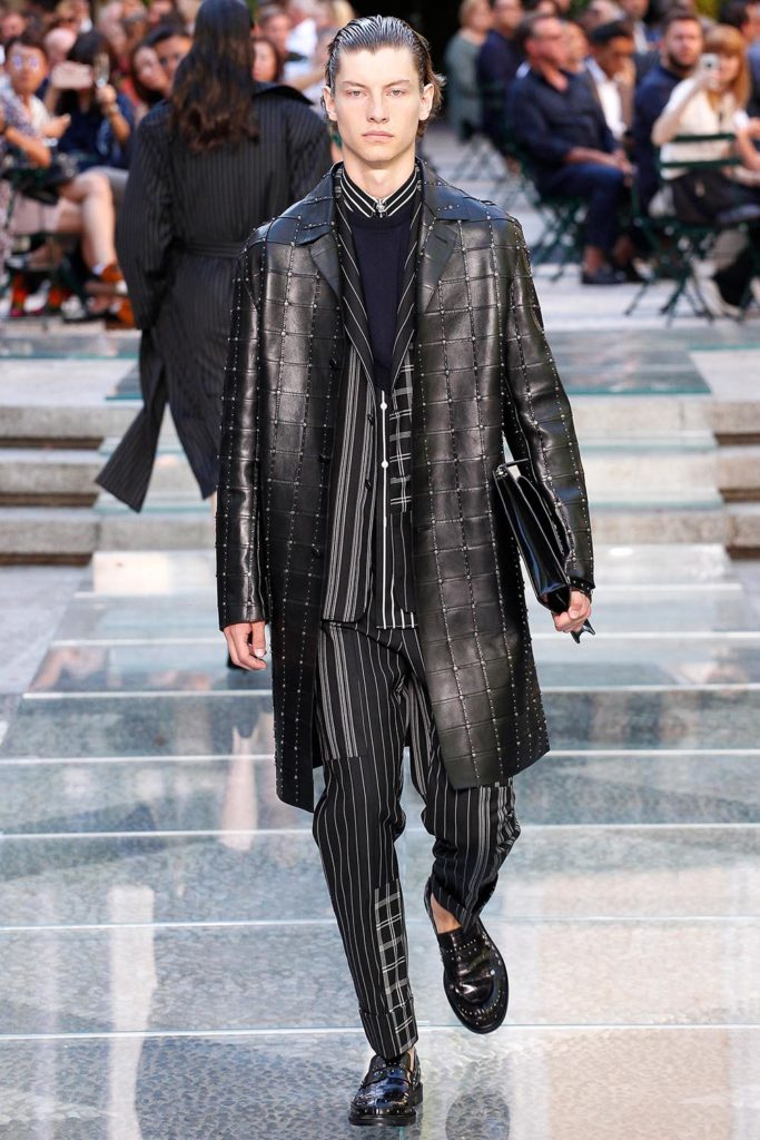 Versace Milan Fashion Week Men's Spring Summer 2018 - Sagaboi - Look 4