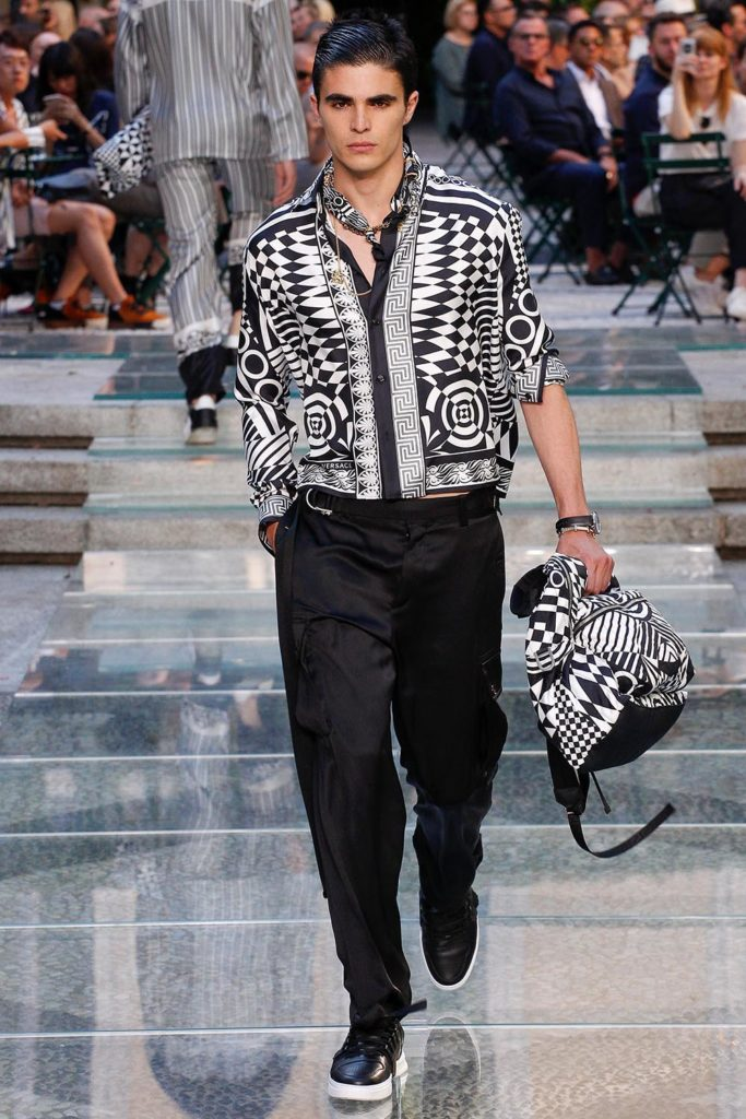 Versace Milan Fashion Week Men's Spring Summer 2018 - Sagaboi - Look 42